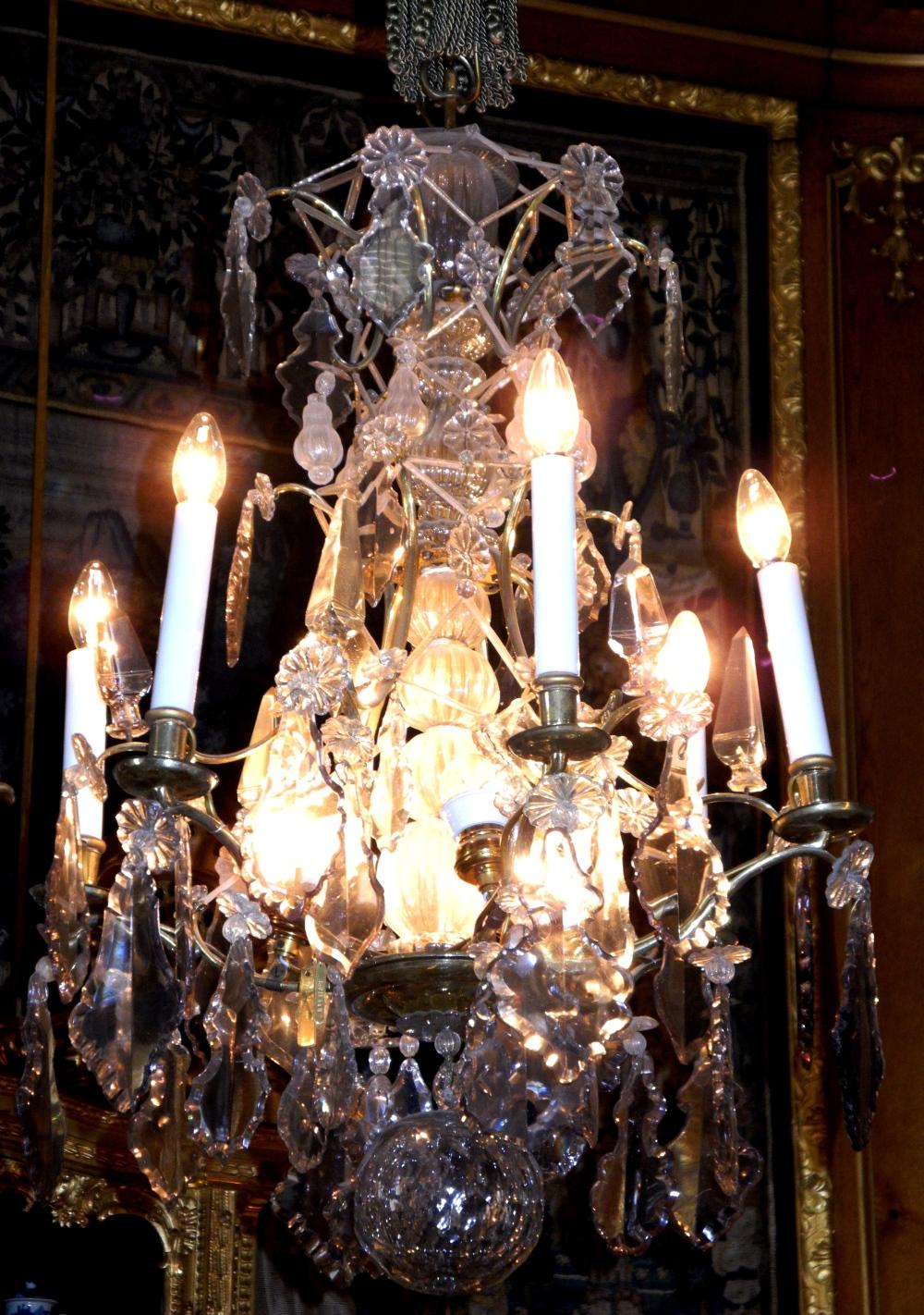 Vacker kristalltaklampa på Hallwylska.