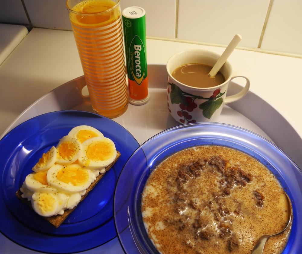 Hälsofrukost med havre och ägg