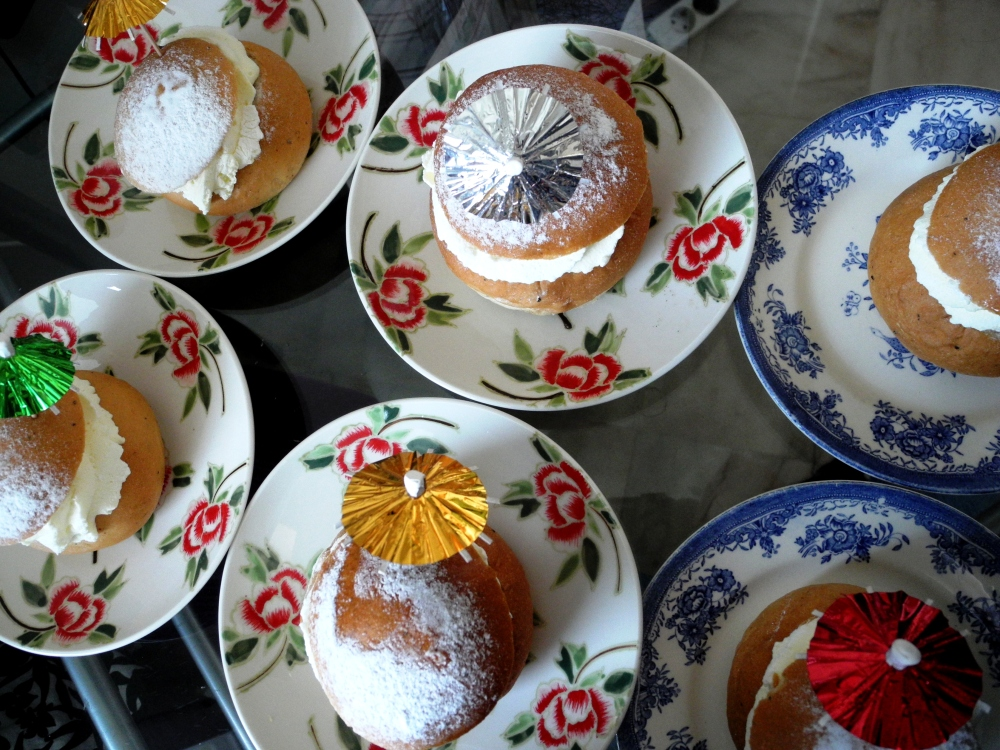 Semlor med partyparaplyn